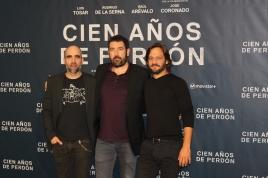 Los actores Luis Tosar y Rodrigo de la Serna cuanto al director del filme, Daniel Caparsoro