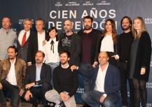 """Los actores, los productores, el guionista y el director de """"Cien años de perdón"""""""